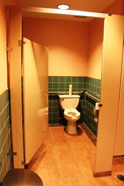 アメリカ 公衆トイレ:EVA航空ラウンジのトイレ