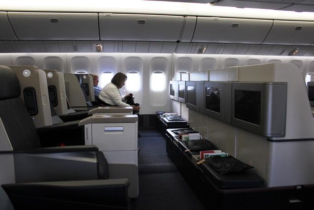 座席から見渡す機内