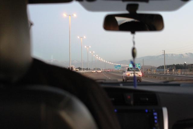 タクシーでテヘラン市内へ移動