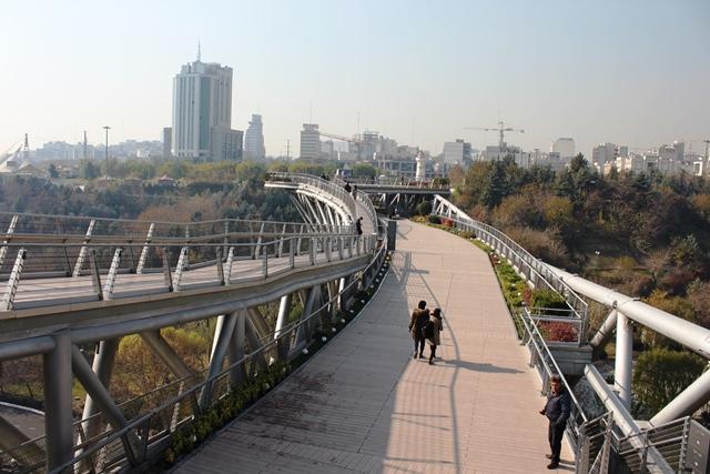 歩道橋全景
