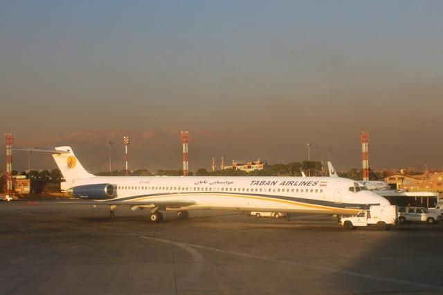 ターバーン航空MD-88機