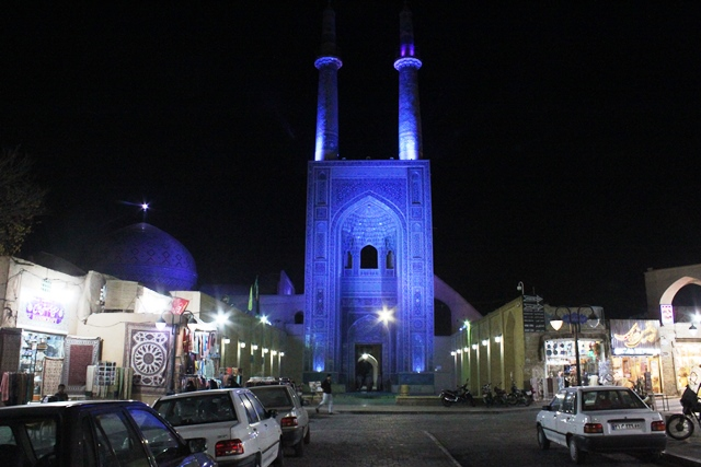 ライトアップされたジャーメモスク