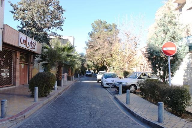 教会前の通り