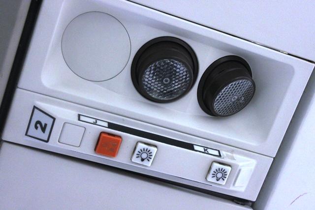 昔スタイルの照明とコールボタン