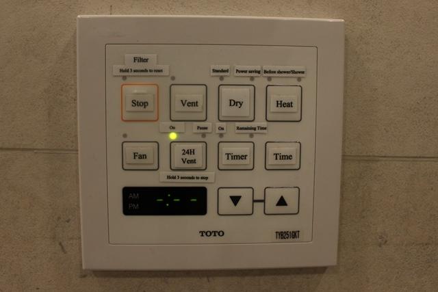 ハイテクのシャワー室各スイッチ(TOTO製)