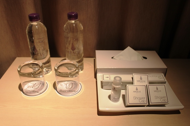 アメニティーと無料ペットボトルの飲料水