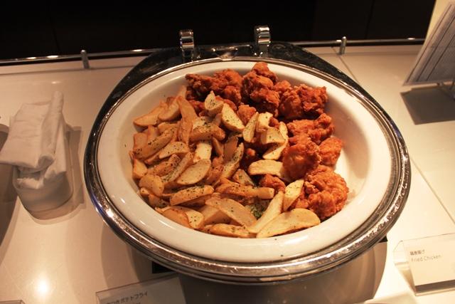 皮つきポテトと鶏の唐揚げ
