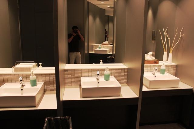 男性化粧室