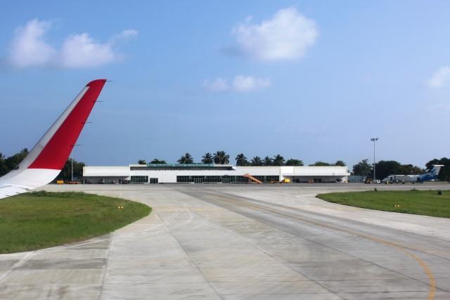 一旦空港ターミナルを通過して