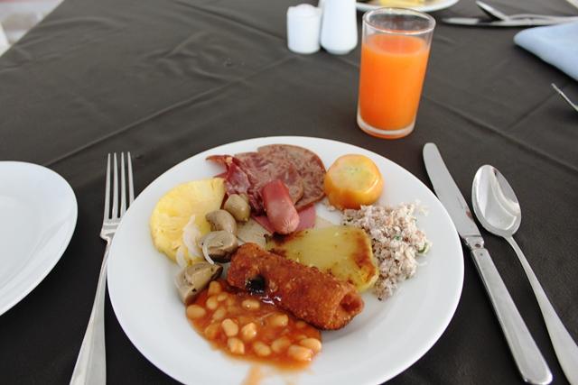 初日の朝食