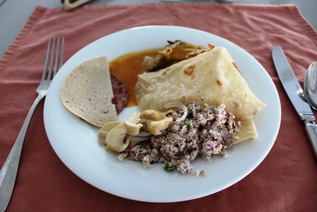 モルディブ料理メインの朝食