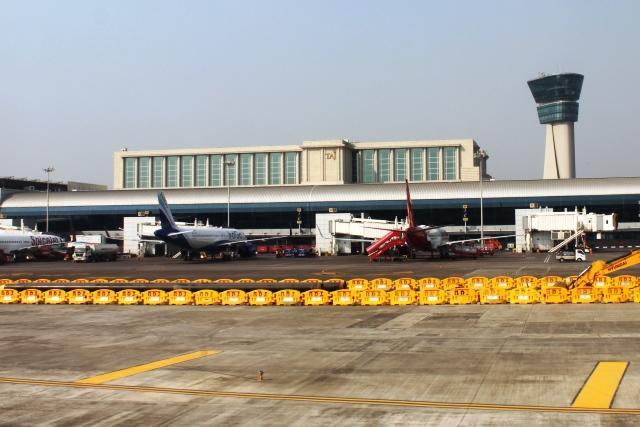 LCC中心の第1ターミナルとタージのホテル