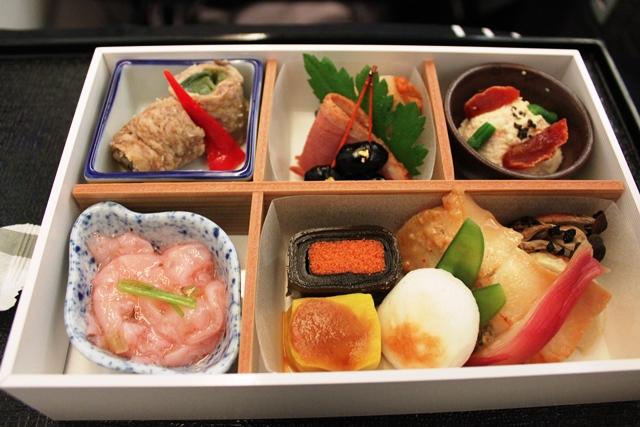 JAL ファーストクラス ビジネスクラス 違い:美しすぎるJALビジネスの前菜盛り合わせ