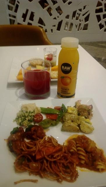 ムンバイ空港 ラウンジ:ラウンジで夕食