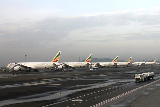 エチオピア航空機が並びます
