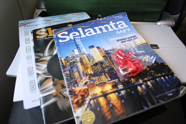機内雑誌、免税カタログ、安全カード等