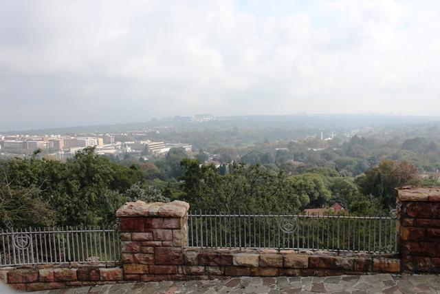 丘から眺めるヨハネスブルグ市街