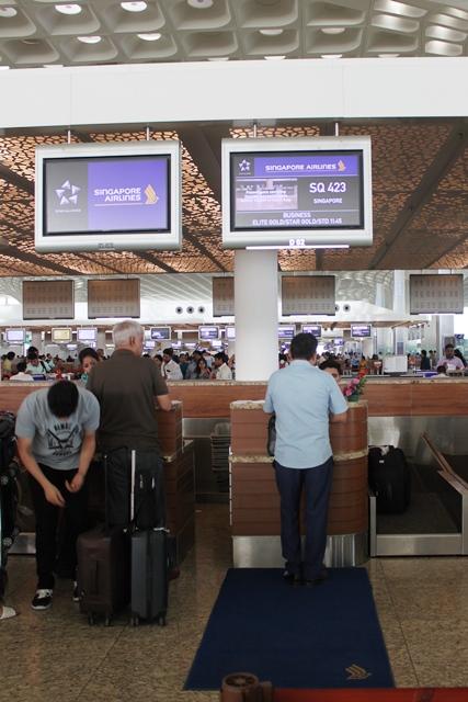 シンガポール航空 A350 ビジネスクラス:チェックインカウンター