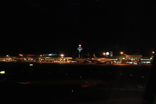 夜のチャンギ空港