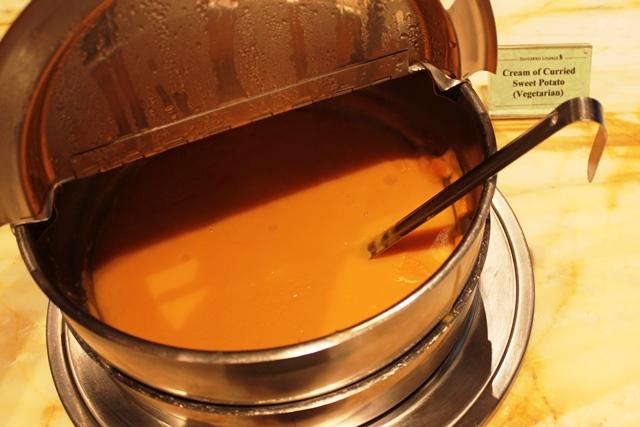 サツマイモのクリームカレー風味スープ