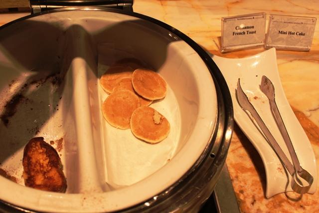 シナモンフレンチトーストとパンケーキ