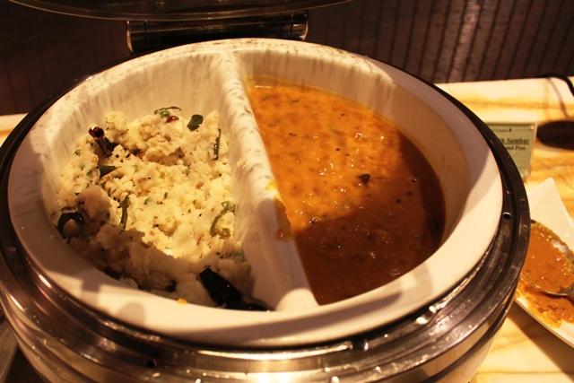 サンバルとポーハー(南インド料理)