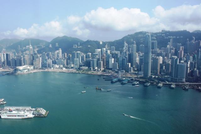 香港 シンガポール 比較:香港の高層ビル群