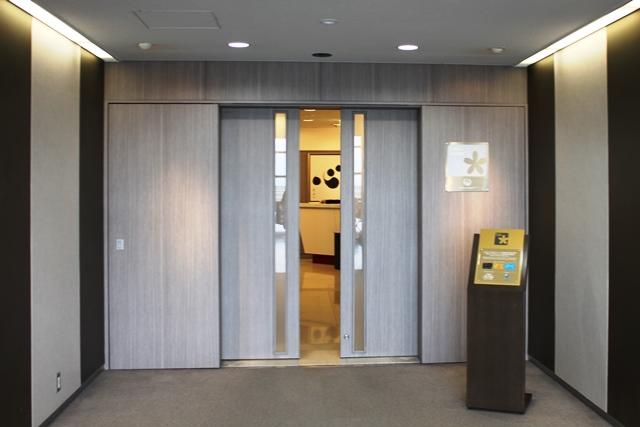 受付のドア