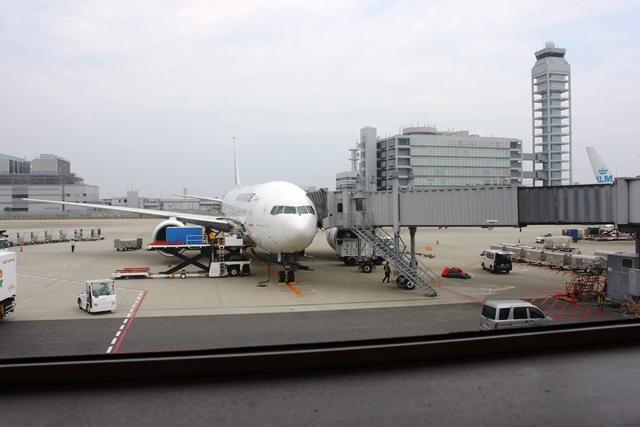 カウンター席前の飛行機