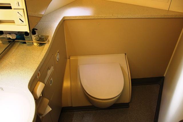 2階席一番前のトイレ