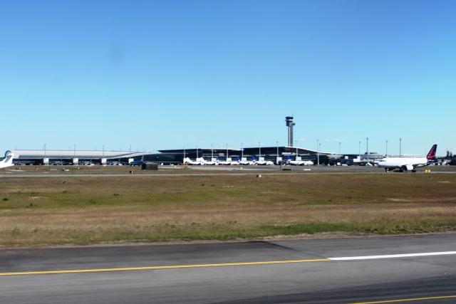 オスロ・ガーデモエン空港着陸