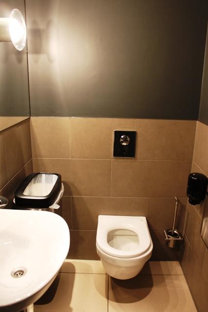 ラウンジトイレ