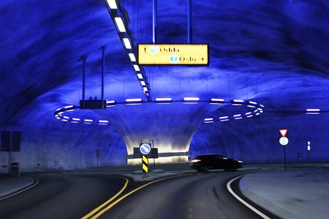 トンネル内のラウンドアバウト