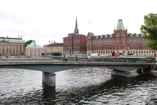 ストックホルム 弾丸:中央駅からガムラスタンへ続く橋