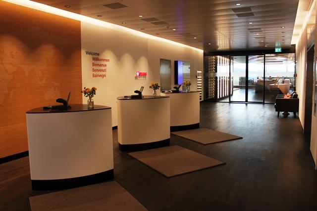 スイス航空 チューリッヒ ファーストクラス ラウンジ:ラウンジの受付デスク