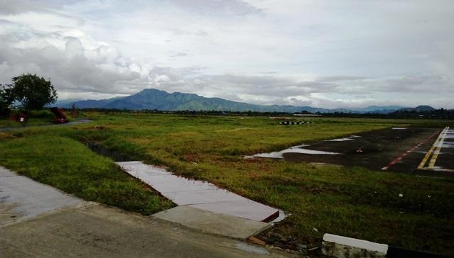 インパール空港から眺める周辺景色