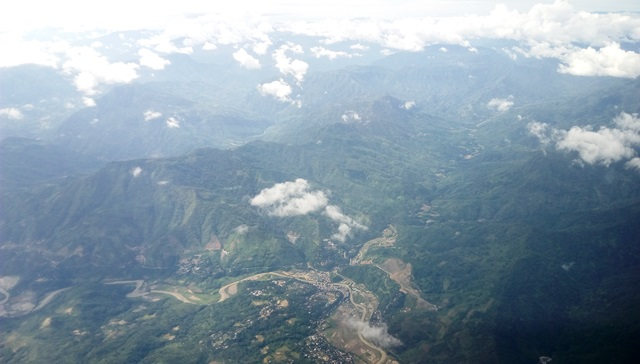 険しい山脈
