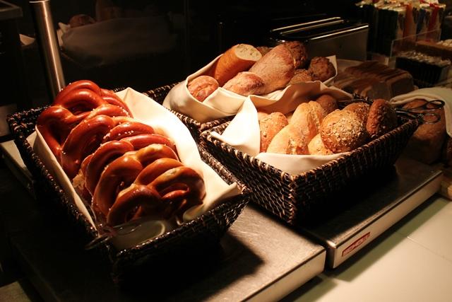 プレッツェルとパン
