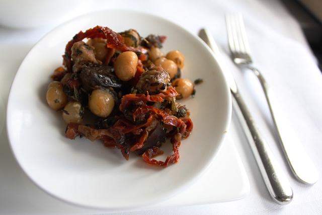 酸味の効いたひよこ豆とオヒョウの冷製サラダ
