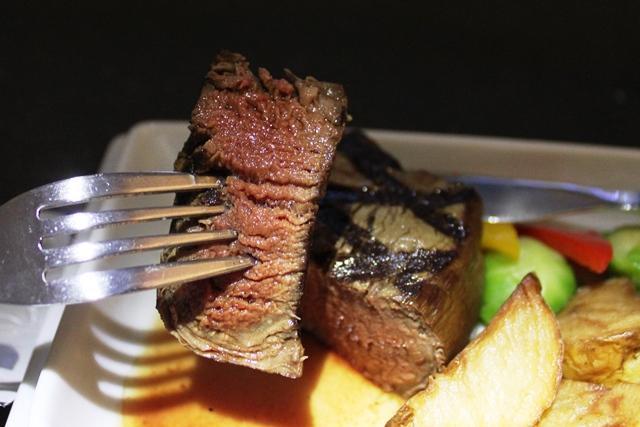 パーフェクトな焼き加減のステーキ
