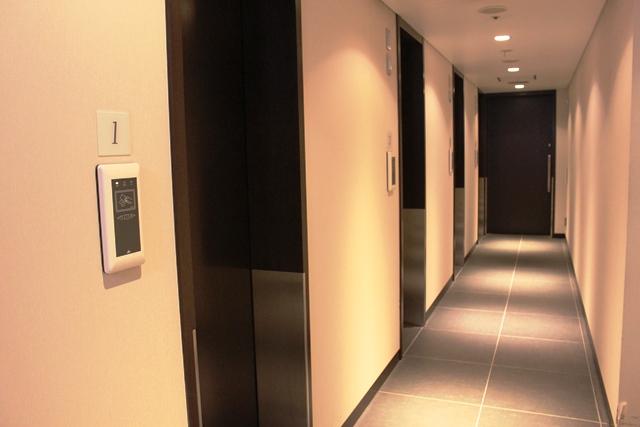 シャワー室の廊下