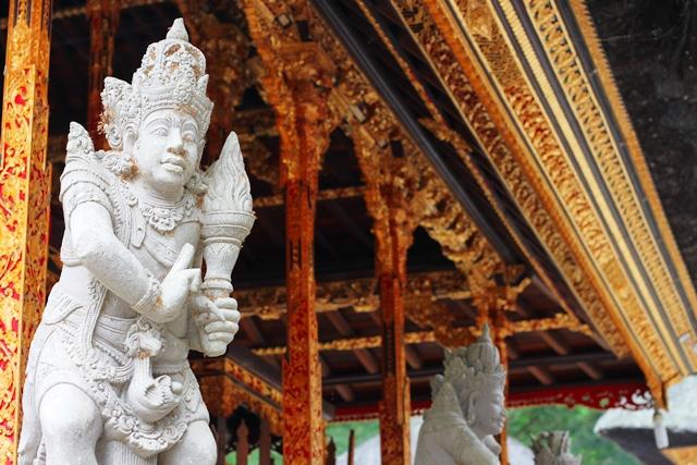 ティルタエンプル寺院