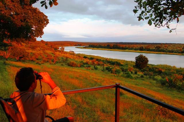 クルーガー国立公園を眺めるロッジのデッキ