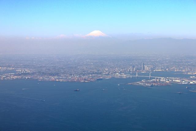 横浜市街と富士山