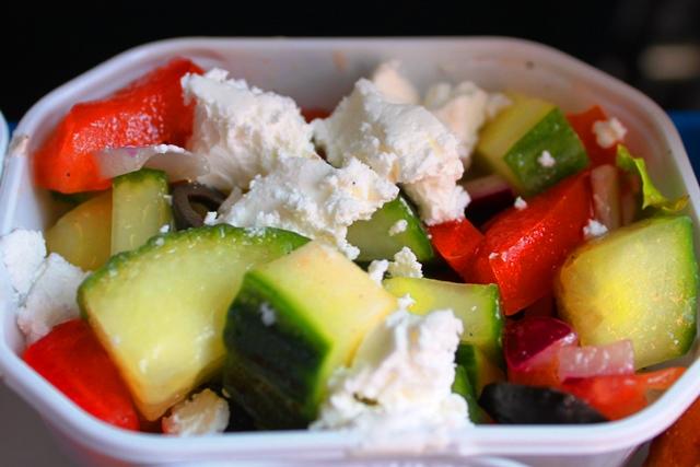 ギリシャ風フェタチーズ入りサラダ