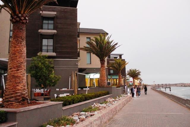 ホテル外観海側から