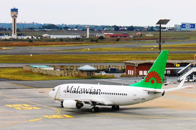 マラウィアン航空737-700機