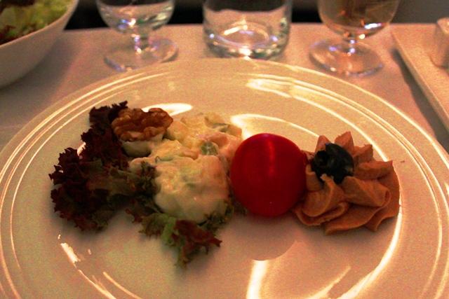 レバーパテとマヨネーズ系のサラダ