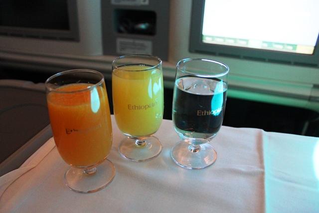 オレンジジュース2種類と水