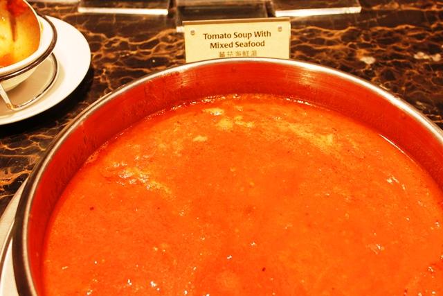 シーフード入りトマトスープ
